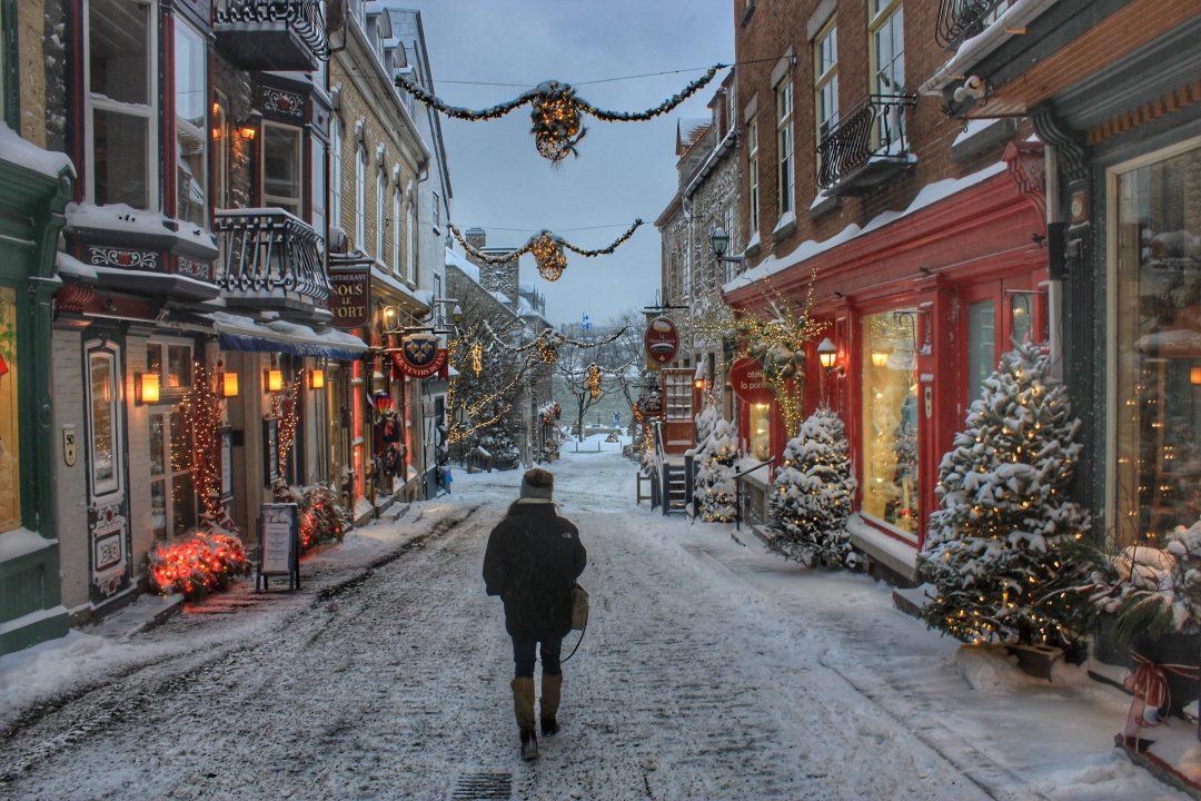 Wallpaper Hd Snow Falling Winter Getaway Christmas In Quebec City The Wanderlust