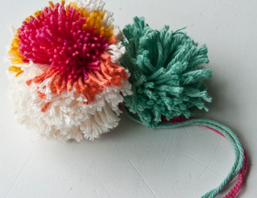 Making Pom Poms on a Clover   The Weaving Loom
