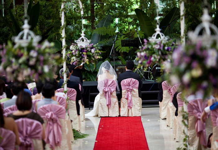 Royale Chulan Kuala Lumpur indoor garden wedding. Photo by Stories by Integricity. www.theweddingnotebook.com