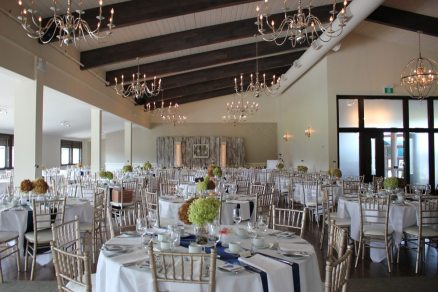 Stratford Country Club Weddings | Decor: Above and Beyond | Photo: Jessie Jacob