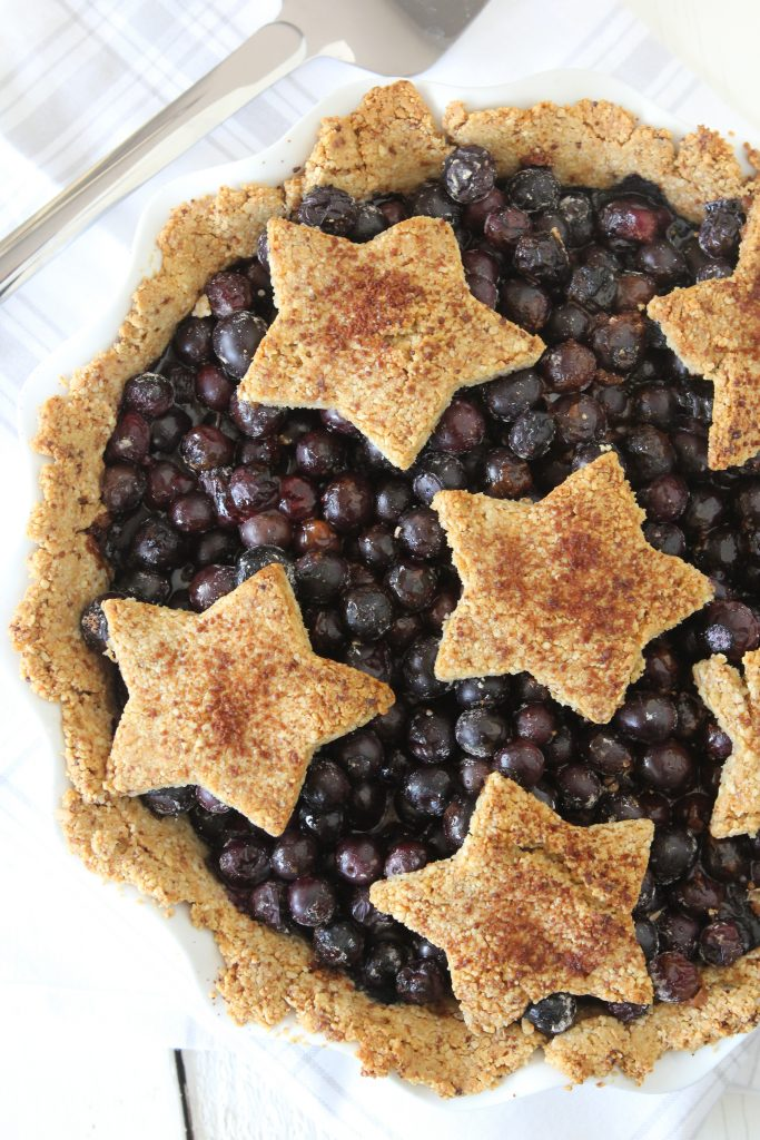 Grain-Free Blueberry Pie from the Whole Smiths. Super easy to make, paleo friendly, gluten-free and a MUST have for summer BBQs.