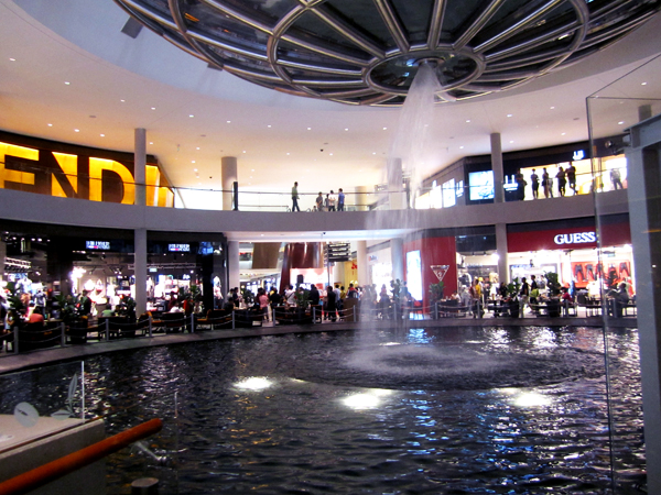 singapore_fendi_prada_shopping_mall_fountains_inside