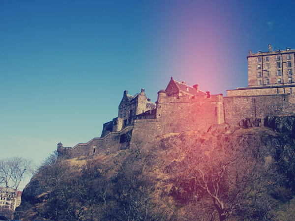 edinburgh_castle_day_out_front_queen_visit_scotland