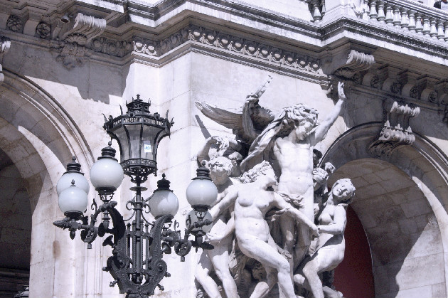 thewild_swans_paris_day_out_statue_angels_arts_gallery_louvre