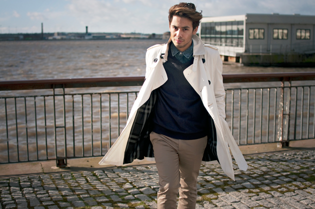 ronan_summers_wild_swans_burberry_scarf_fall_winter_2012_white_trench_coat4