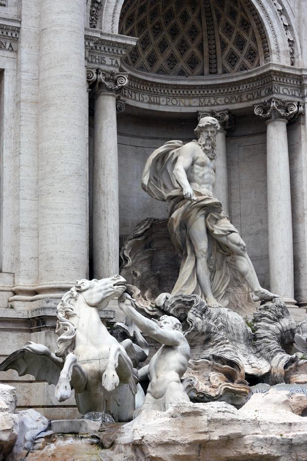rome-passeggiata-discover-architecture-roman-trevi-fountain-05