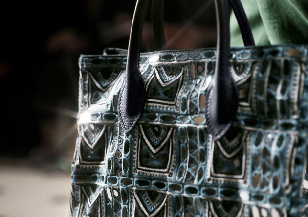 Burberry-Prorsum-Menswear-Autumn_Winter-2015-show-close-up-bag-mirror-details