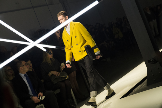canali-autumn-winter-2015-yellow-oversized-coat-details-06