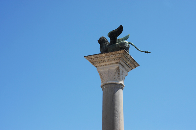 venice-101-guide-what-to-do-piazza-san-marco-statue-lion-18