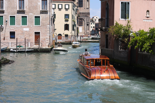 venice-101-guide-what-to-do-water-taxi-ride-05