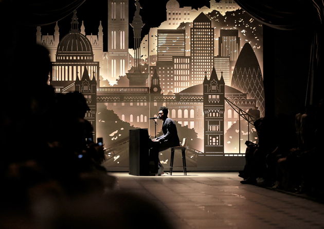 Benjamin-Clementine-performing-live-at-the-Burberry-_London-in-Los-Angeles_-Event-wild-swans-05