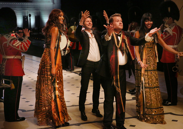 Jourdan-Dunn-Christopher-Bailey-James-Corden-and-Naomi-Campbell-Burberry-at-the-_London-in-Los-Angeles_-Show-Finale-wild-swans-02