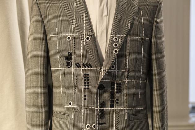 versace-autumn-winter-2016-re-see-looks-suit-03