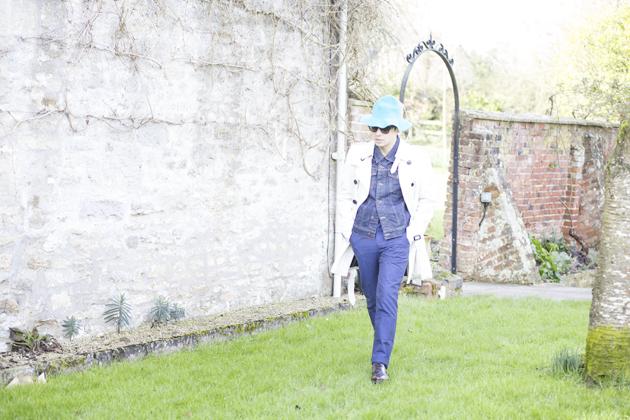 burberry-prorsum-spring-summer-2015-bucket-hat-trenchcoat-ronan-summers-03