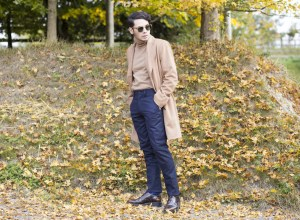 Blogger Ronan Summers styling a camel coat and outfit by Banana Republic