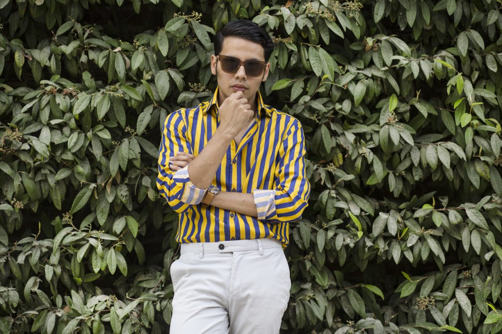 Menswear blogger Ronan Summers wearing Hawes and Curtis shirt