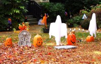 35+ Scary Outside Halloween Ghost Decorations Ideas