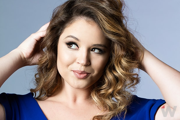Fall Wallpaper For My Phone You Re The Worst Star Kether Donohue Talks Depression