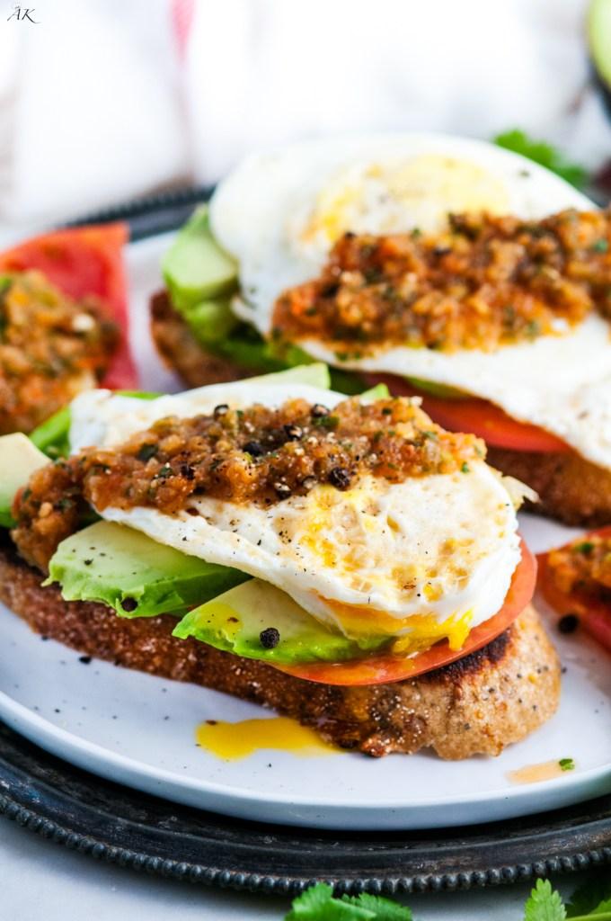 Healthy-Tomato-Avocado-and-Egg-Breakfast-2