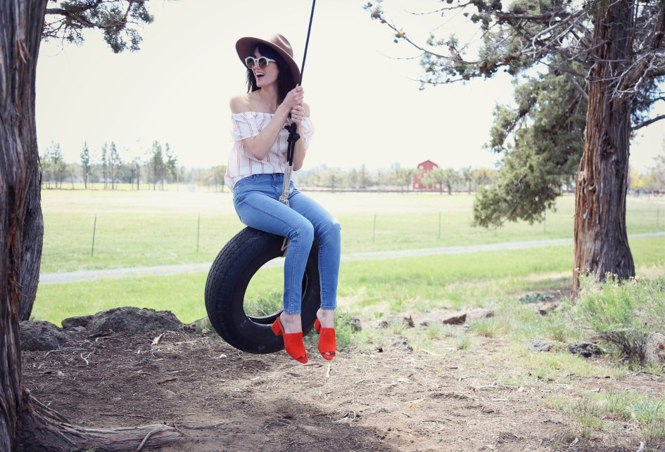Lilla P Tire Swing 4a