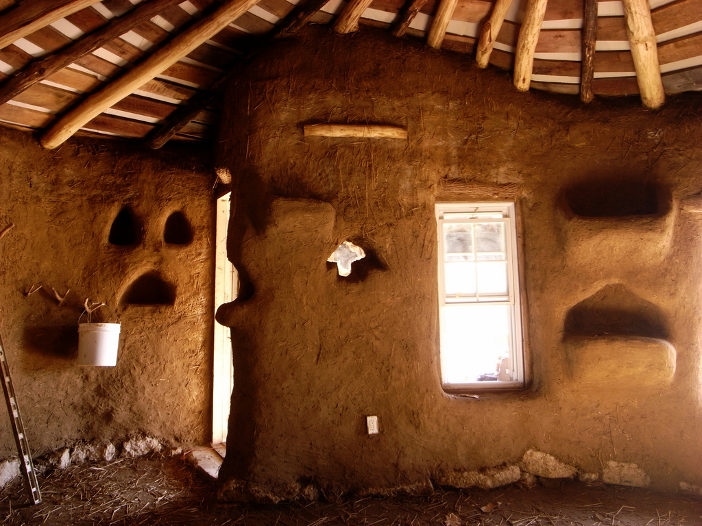 Cob house building timeline the year of mud - Imagenes de interiores de casas modernas ...