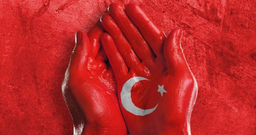 Flag of Turkey painted onto two hands. Source: The Huffington Post