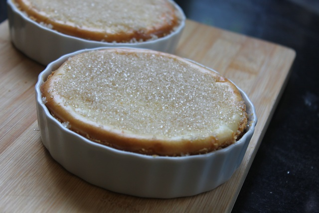 Sprinkle sugar on top of cheesecake