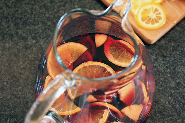 how to cut a peach for sangria