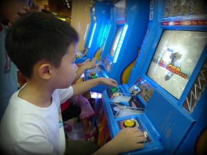 Funtime America in Eatontown has video games, indoor rides, and lots of other fun things to do on a rainy day at the Jersey shore! | find out more at www.thingstodonewjersey.com | #nj #newjersey #eatontown #jerseyshore #rainyday #activities #thingstodo #familyfriendly #fun #indoor
