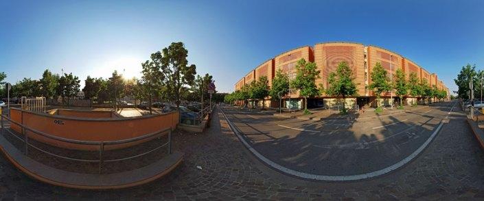Prospetto principale della Banca su via Polenghi Lombardo al tramonto