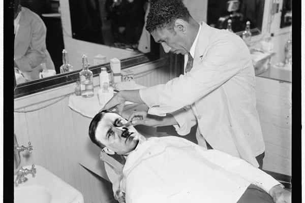 hitler-shaving