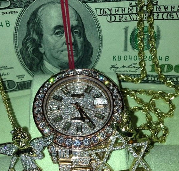 Universal dream trips - finding money or jewelry