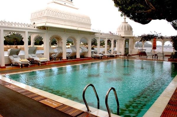 One of the 5 beautiful luxurious hotels is Taj Lake Palace.