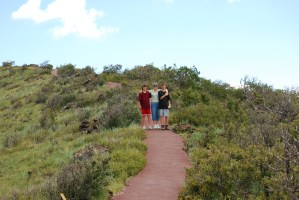 Family on hiking paath