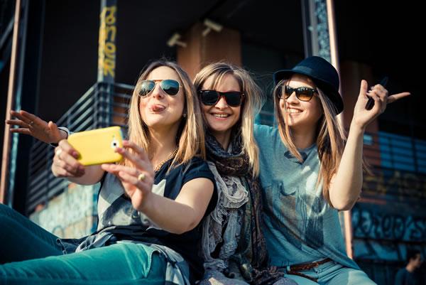 Bei UGC-Gewinnspielen muss unbedingt abgesichert werden, dass der Teilnehmer die Rechte am Bild besitzt und die Nutzungsrechte entsprechend abtritt (Bild: shutterstock.com)