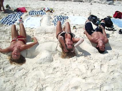 Katy, Erin and Yo on the beach in Cancun.