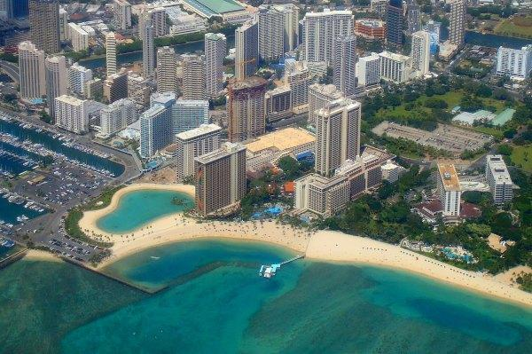 Kahanamoku Beach in Waikiki, Oahu, Hawaii