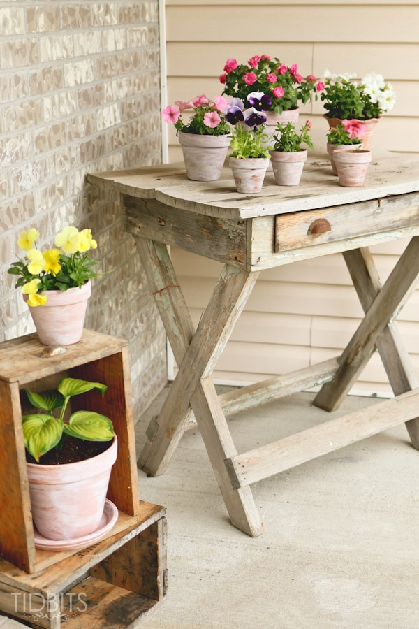 How to white wash a terra cotta pot summer front porch for Front porch table ideas