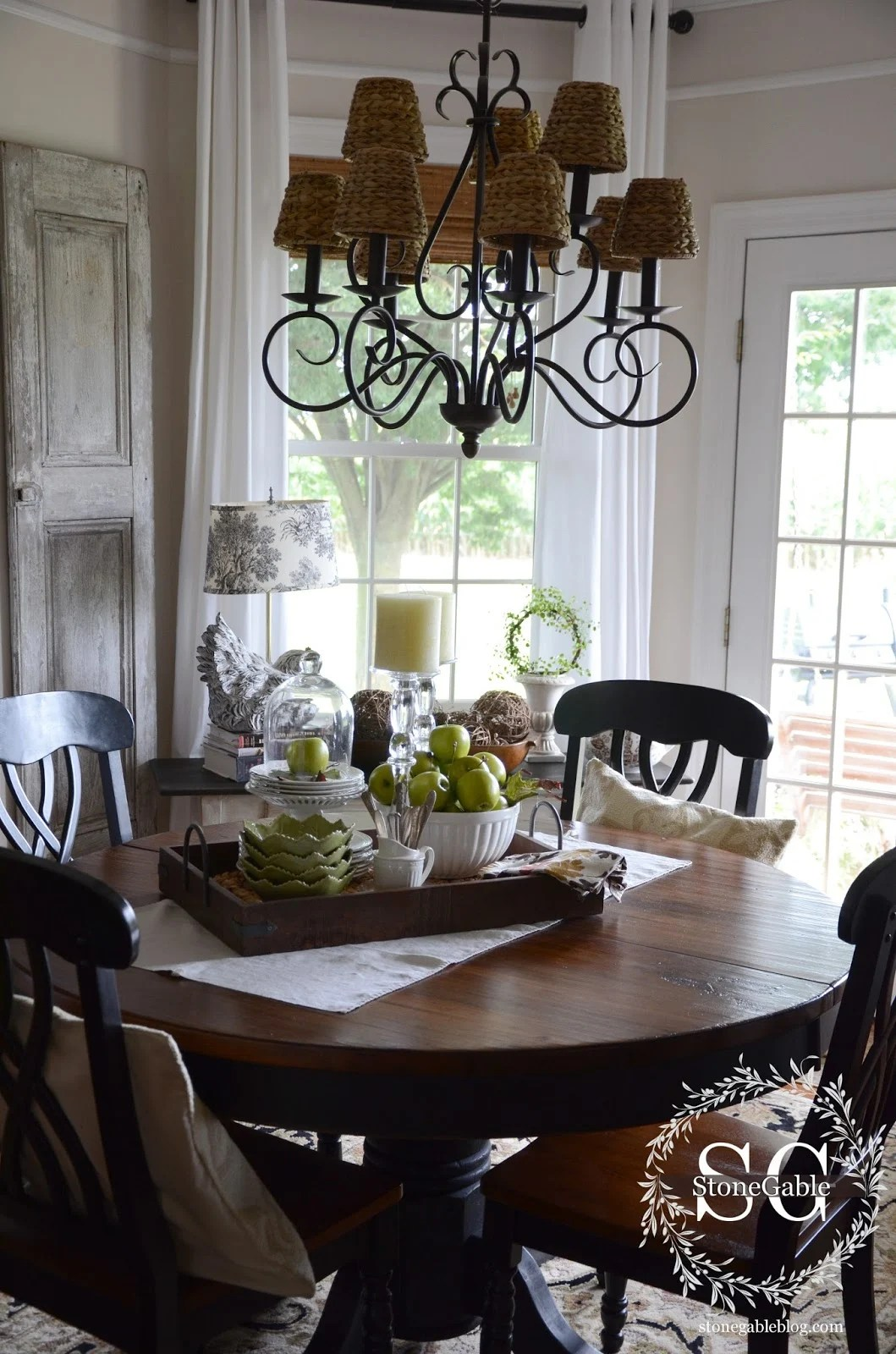 Dining Table Decor {for an Everyday Look}