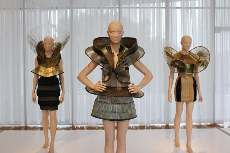 iris-van-herpen-transforming-fashion-14a