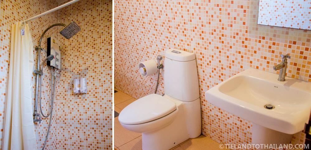 Baan Suan Krua Western Bathroom