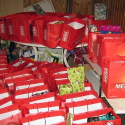 Auch die Geschenketüten hatten vielerlei Leckereien und Spielzeug in sich.