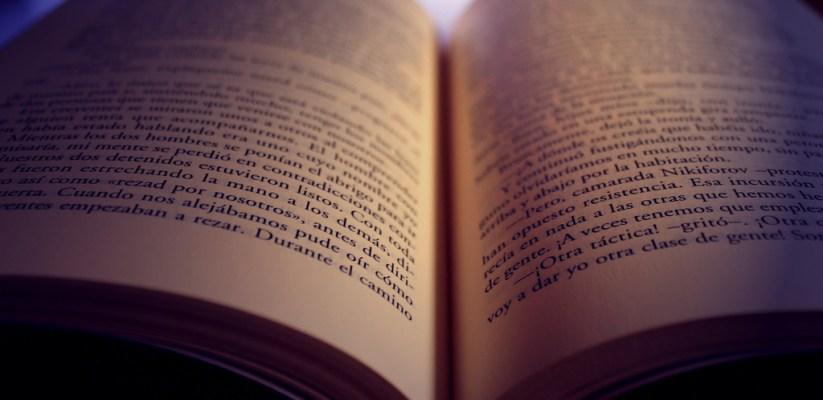 Libro abierto en español