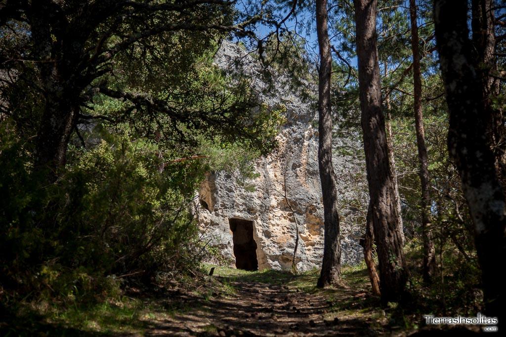 Cuevas eremíticas de VALDEGOVÍA, recorriendo el pasado de Álava