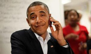 Barack-Obama-Most-Funny-Picture-with-mobile-phone-looking-cool-and-jolly-good-mode