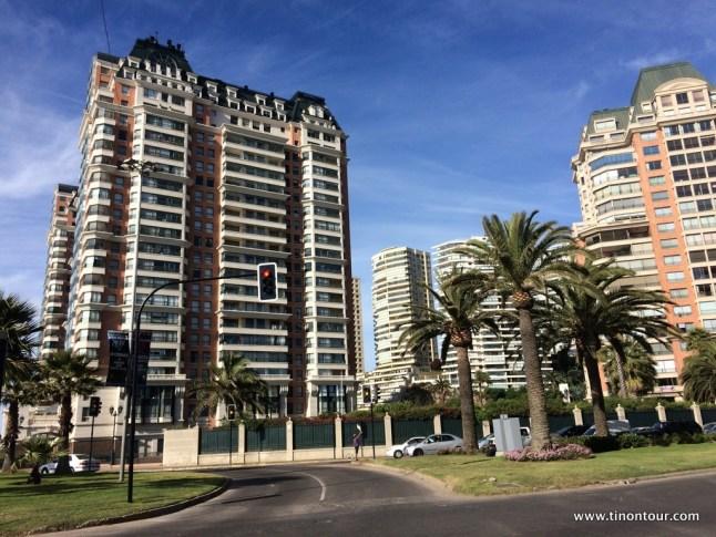 im Vergleich zu den Strandbauten in Spanien wenigstens ein schönes Gebäude