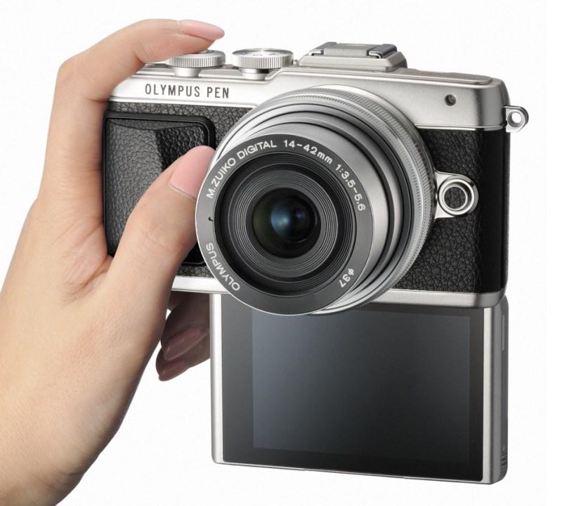 E-PL7_SLV_right_selfie_hand_1442EZ_SLV_jpg__3689×2983_