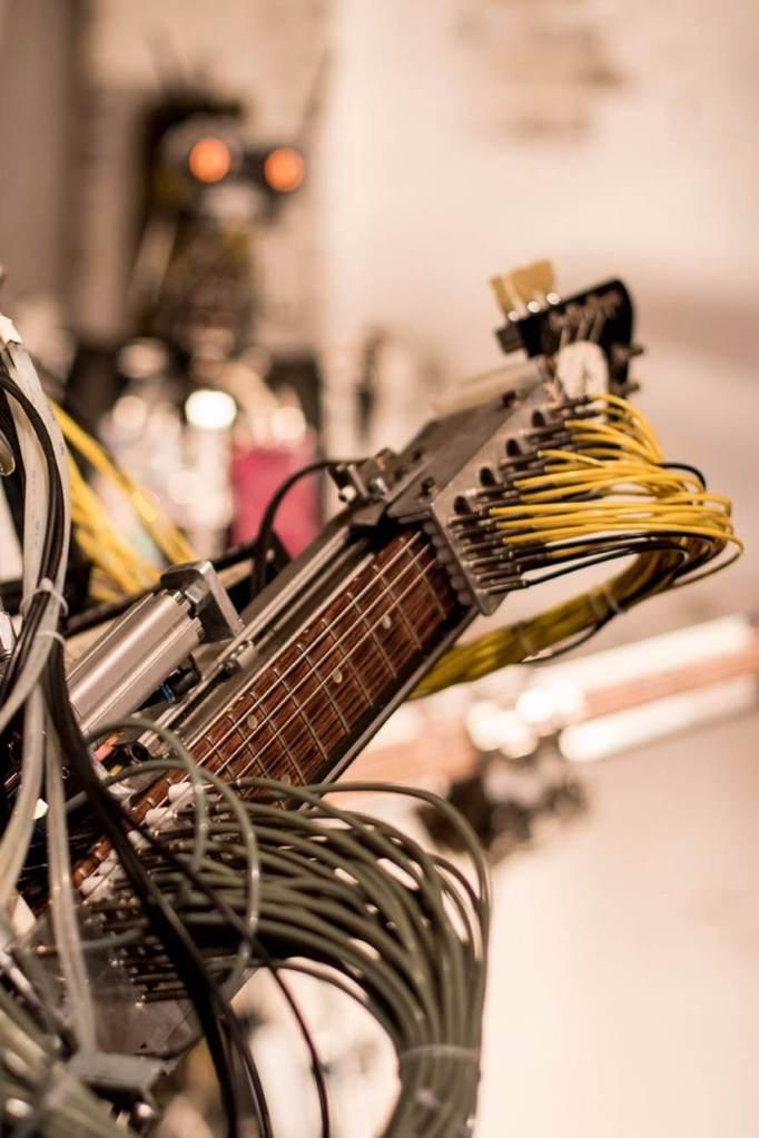 compressorhead-robot-band-vocalist-8