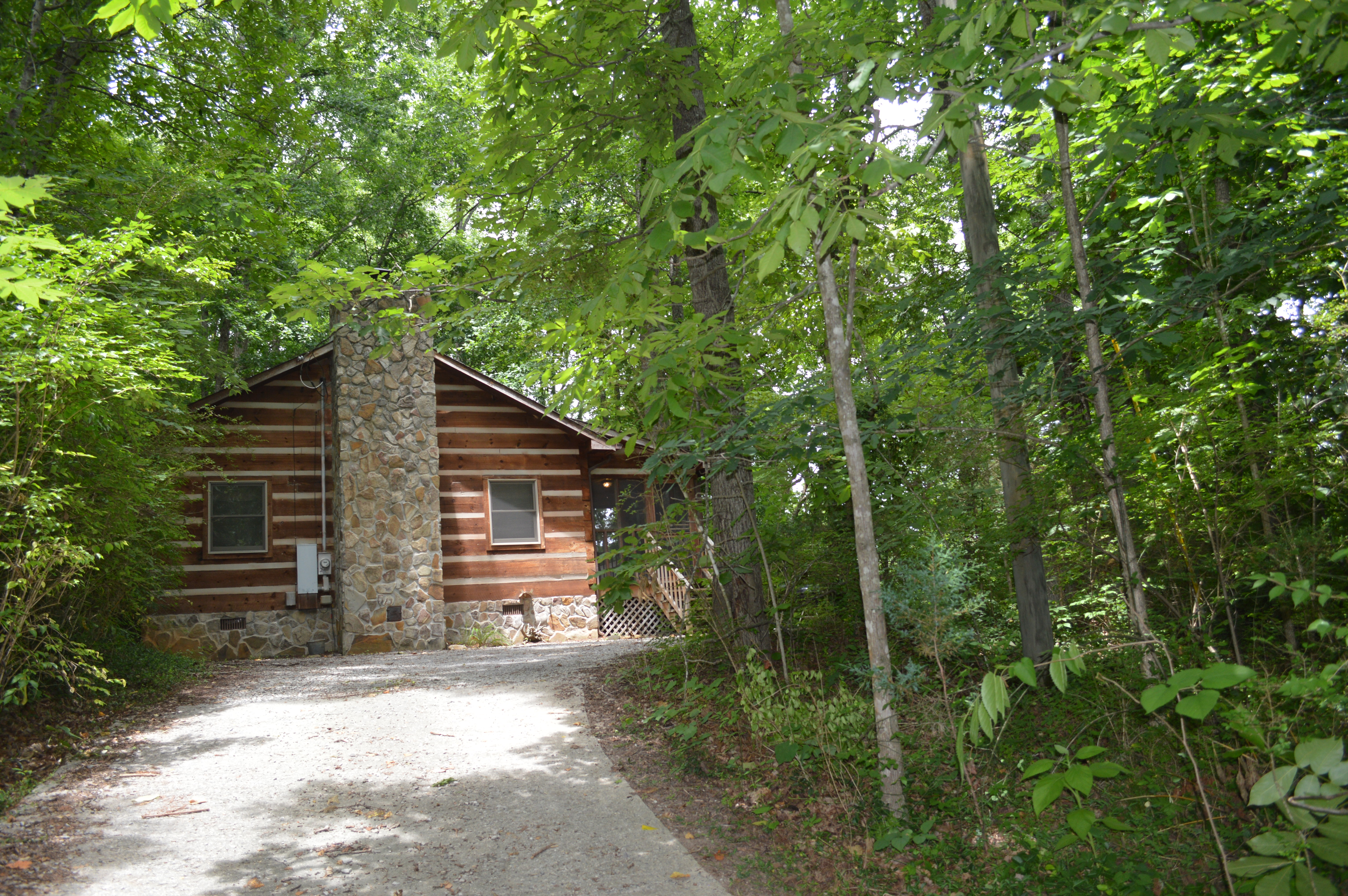 Townsend log cabin near river tipton 39 s cabin rentals for Fishing cabins in tennessee