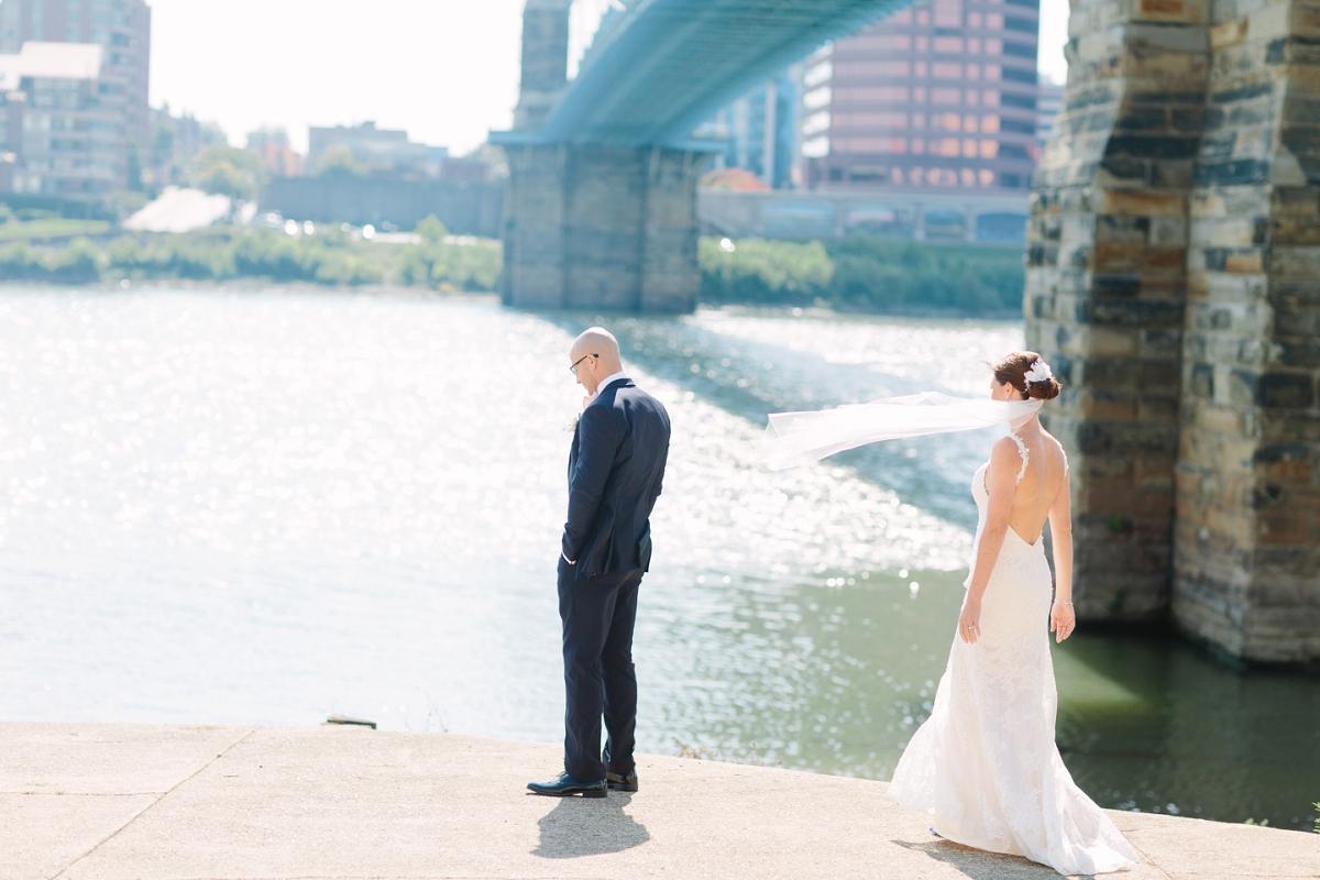 Downtown Cincinnati Smale Riverfront Park . Carnegie Center of Columbia Tusculum Wedding . Tire Swing Photography_0030